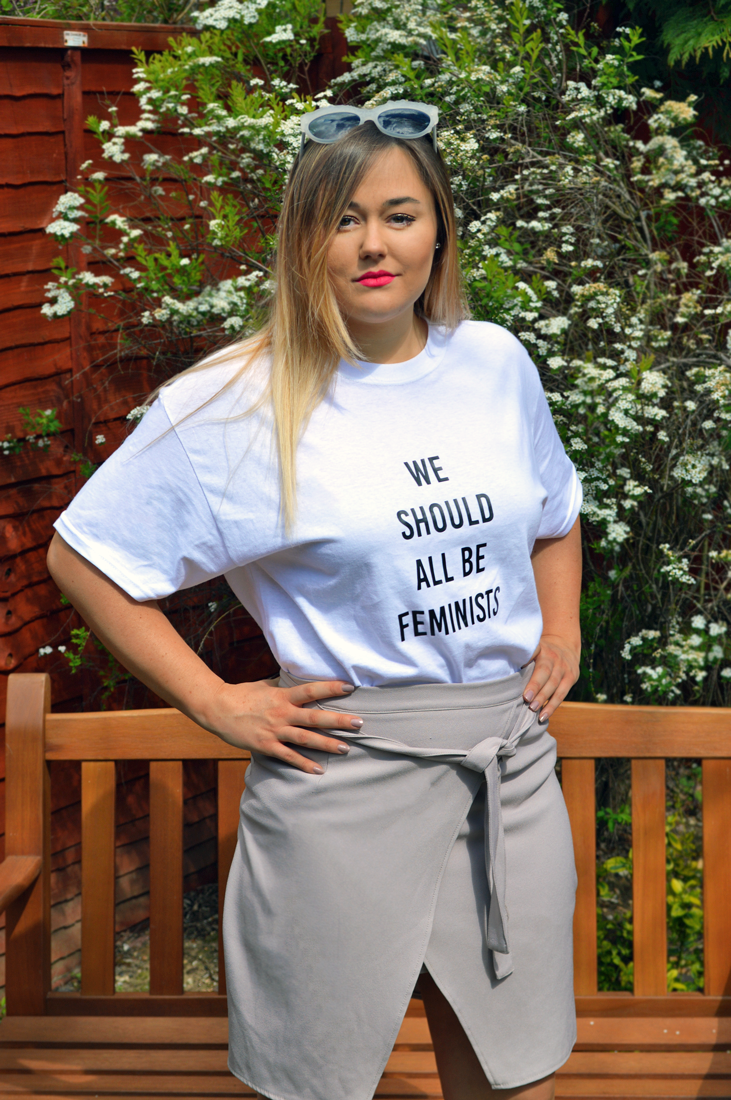 Hannah in 'We Should All Be Feminists T-Shirt'